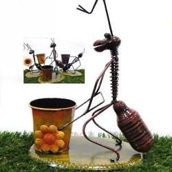 Hormiga con maceta